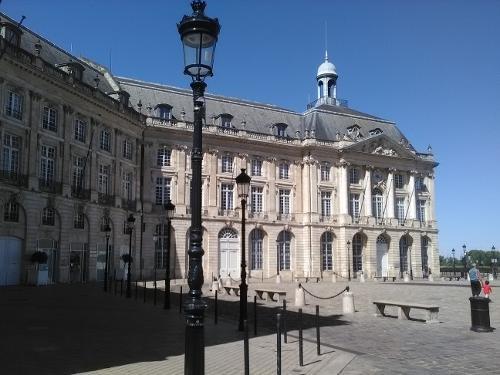 Ibis bordeaux centre meriadeck in bordeaux for Hotels near bordeaux france