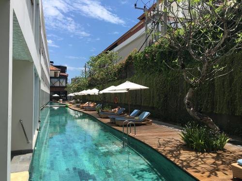 Exterior: Ossotel Legian Bali (Legian, Indonesia)