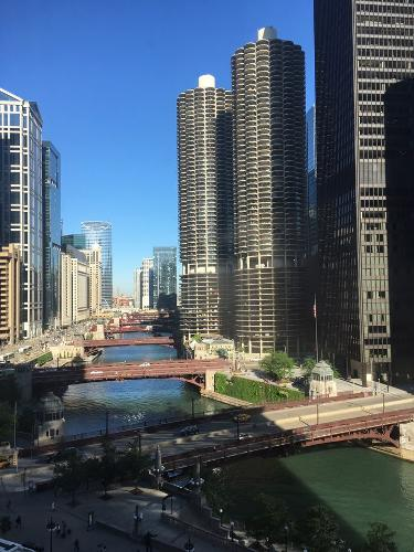 Book river hotel chicago from 71 night for Hotel accommodations chicago
