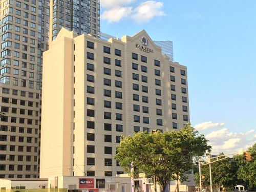 book doubletree by hilton hotel suites jersey city. Black Bedroom Furniture Sets. Home Design Ideas