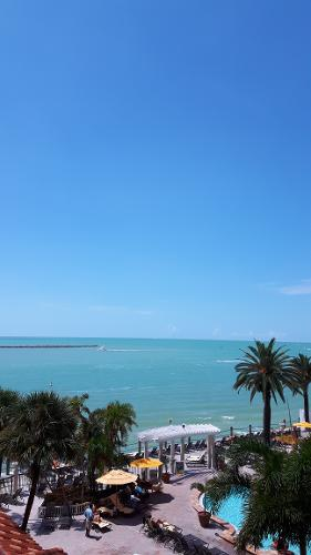 Book Holiday Inn Hotel & Suites Clearwater Beach