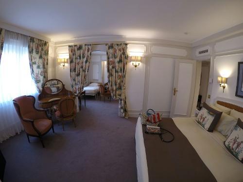 Book majestic h tel spa paris france for Hotel france spa
