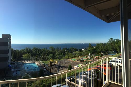 Book edgewater hotel waterpark duluth minnesota for Duluth mn resorts e cabine