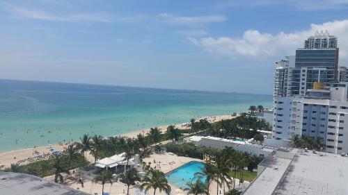 the deauville beach resort miami beach florida hoteles. Black Bedroom Furniture Sets. Home Design Ideas