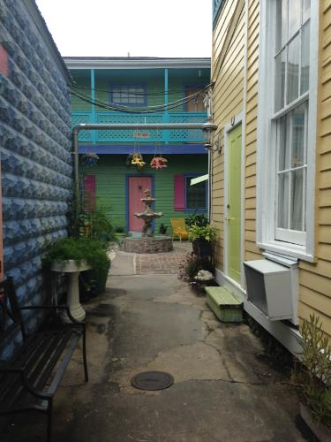 Book creole gardens guesthouse and inn new orleans - Creole gardens guesthouse and inn ...