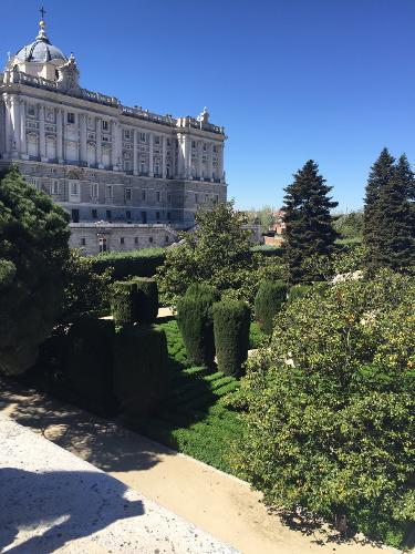 Apartosuites jardines de sabatini en madrid for Hotel jardines sabatini