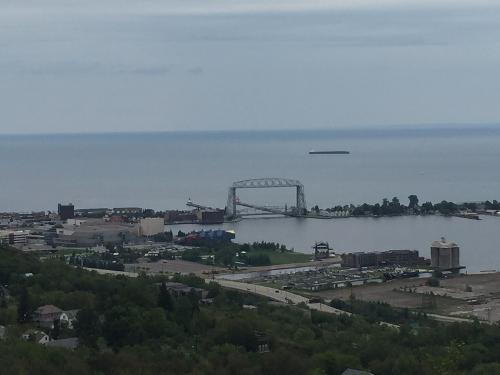 Book the inn on lake superior duluth from 120 night for Duluth mn resorts e cabine