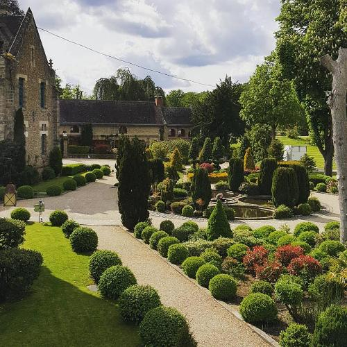 Abbaye des vaux de cernay cernay la ville r servation for Abbaye des vaux de cernay piscine